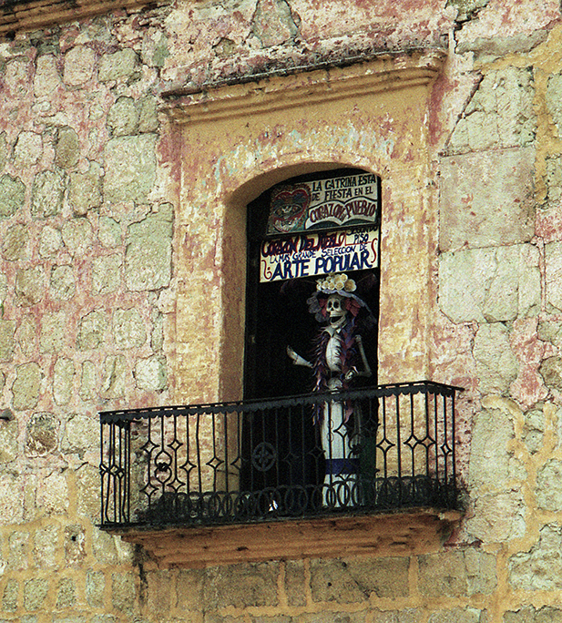 La Catrina on balcony in Oaxaca de Juarez, Oaxaca, Mexico.  (1999) photo: Langelle